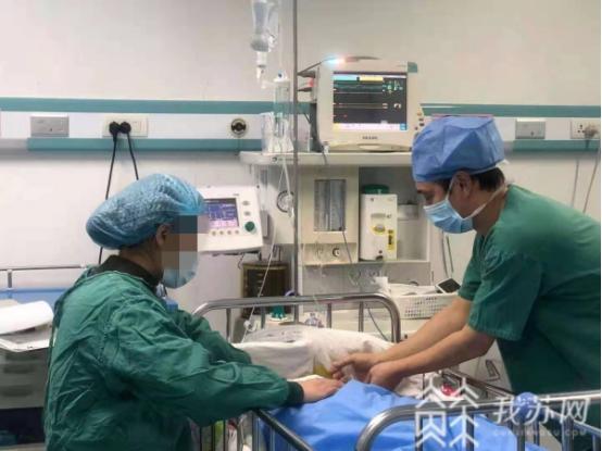 """自闭症宝宝需要手术,手术室开""""暖心后门"""":""""特事特办""""的关怀"""