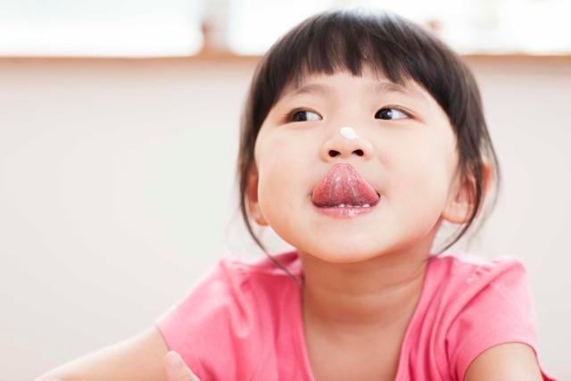 如何引导孤独症谱系障碍孩子与他人眼神接触?