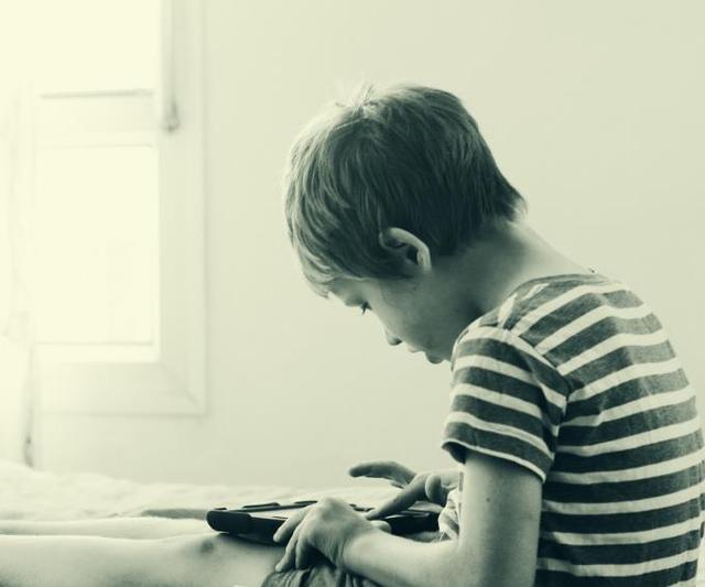 儿童自闭症的17个早期表现,它和智力障碍、抑郁症不可混为一谈!